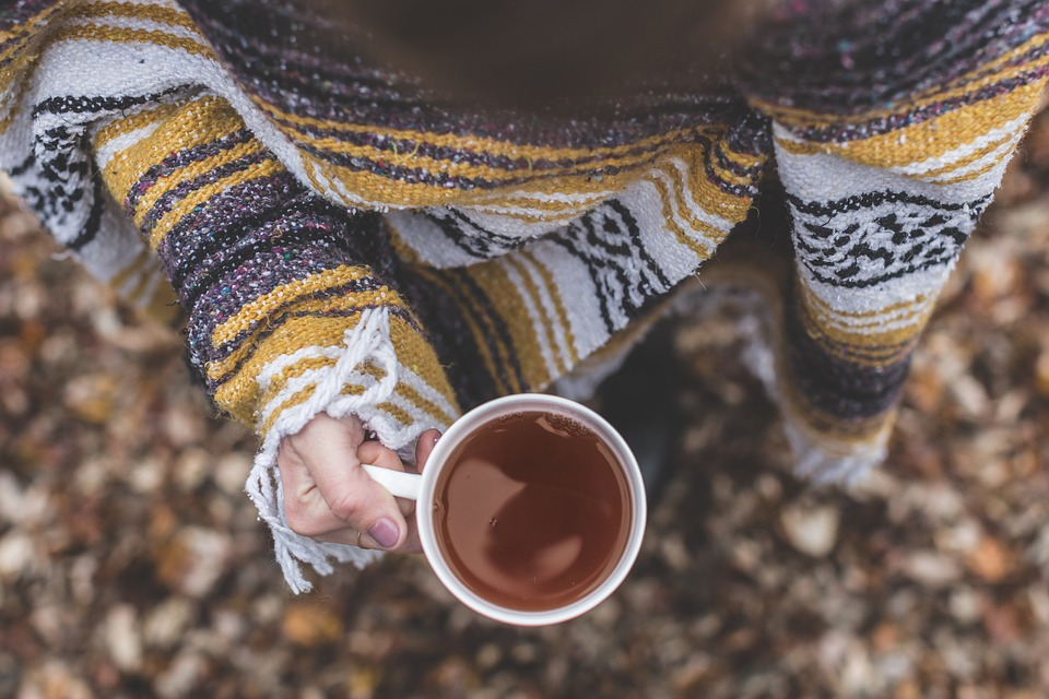 Swetry damskie – dlaczego są tak popularne?