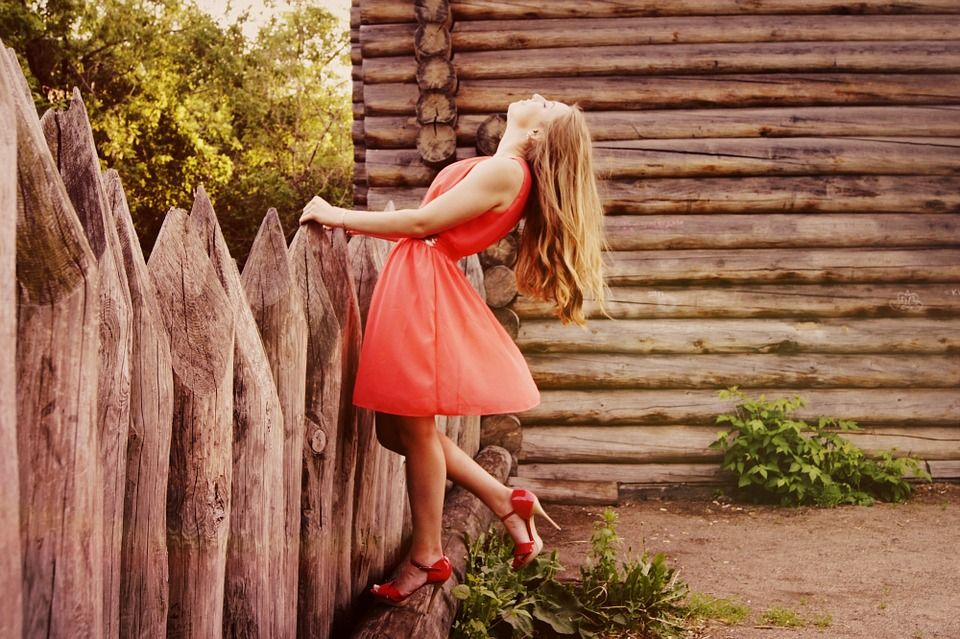 Modne sukienki – jak je wybrać?